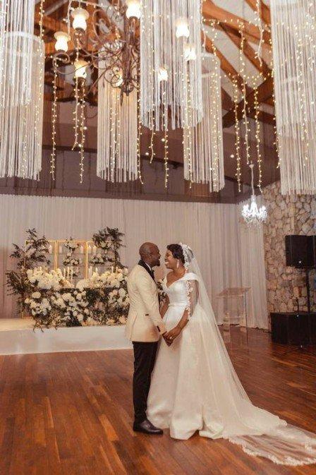 Casal ganha cerimônia de casamento