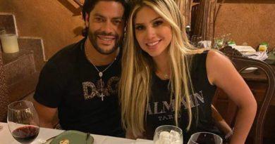 Hulk e a sobrinha da ex-mulher fazem pose em jantar romântico