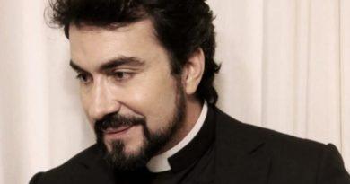Padre Fábio de Melo declara que por pouco largou a batina por causa de uma paixão. Saiba quem foi esta paixão!
