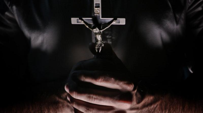 Menina é torturada até a morte durante sessão de exorcismo