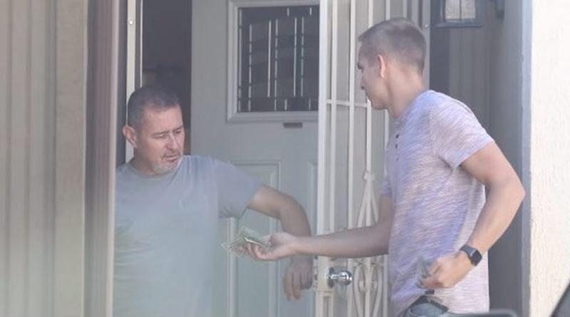 Homem clama Deus por aluguel atrasado e oração é respondida e um desconhecido bate á sua porta!