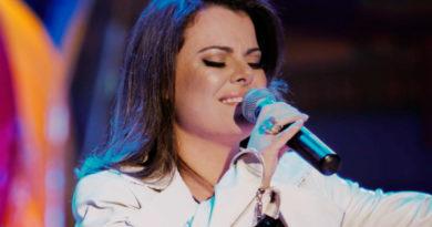 Ana Paula Valadão profetiza, ao som de tambores, o fim da Igreja Católica