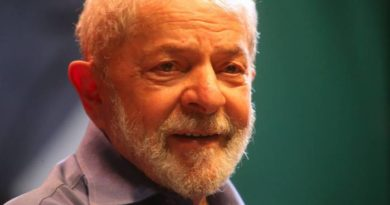 Ex-presidente Lula diz que Bolsonaro deveria 'tomar sopa de cloroquina' e ser 'impichado'