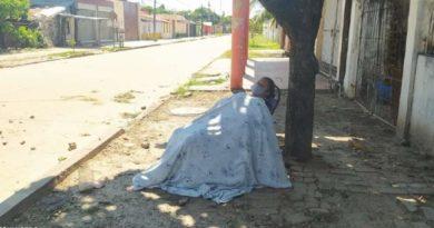 Mulher foi abandonada na rua depois de apresentar sintomas do coronavírus