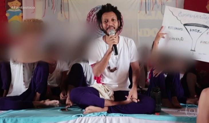 Guru é acusado de obrigar homens héteros a 10 sessões 'carnais'