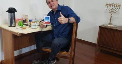Jair Bolsonaro diz que está curado da Covid-19