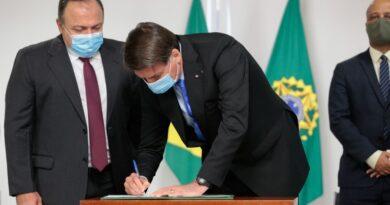 Bolsonaro planeja prorrogar auxílio emergencial até o fim do ano com parcelas de R$ 250