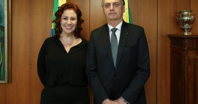 Deputada federal Carla Zambelli é internada com Covid-19