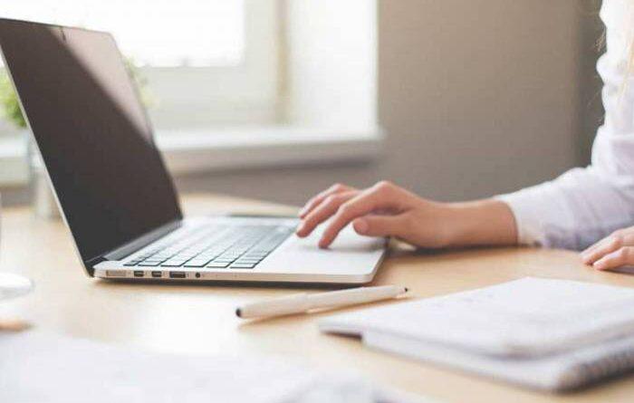 Babá usa dados da ex-patroa para contratar serviços de internet e televisão