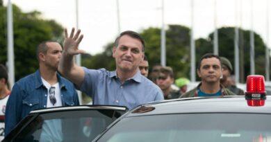 Bolsonaro provoca aglomeração e volta a aparecer sem máscara no Pará.