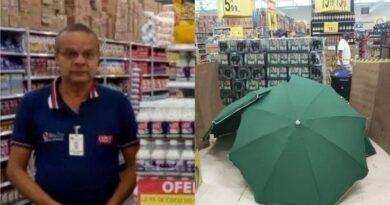 Homem morre no supermercado Carrefour e corpo fica no local, coberto por guarda-sóis.