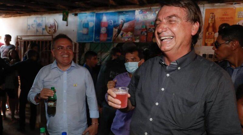 Bolsonaro faz piada homofóbica com guaraná no Maranhão; políticos reagem