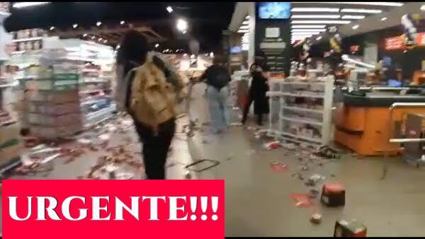 URGENTE: Manifestantes invadem supermercado Carrefour em São Paulo. ASSISTA OS VÍDEOS: