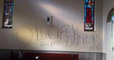 Vândalos picharam igreja centenária e ameaçaram padre de morte