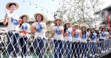 Acidente! 30 candidatas a miss Tailândia despencam de ponte ao vivo na TV; vídeo mostra tudo