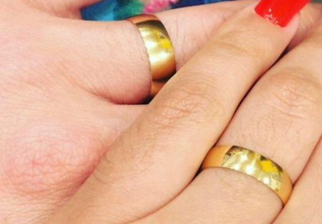 Andressa Urach exibe alianças de noivado: 'Ele me completa em tudo'