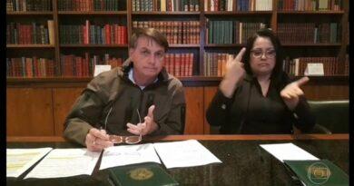 Bolsonaro é condenado a pagar R$ 10 mil por citar erroneamente jornalista em transmissão pela internet