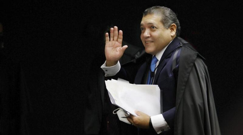 Ministro do STF indicado por Bolsonaro vota a favor de Lula na sua primeira ação que envolveu ex-presidente