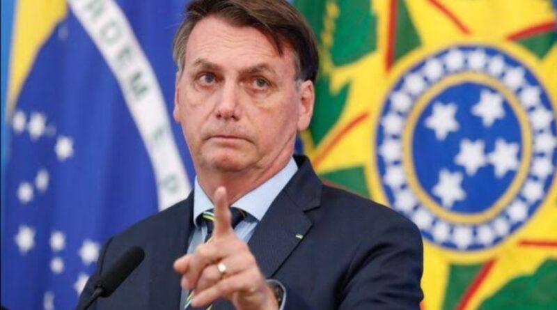 """""""Vamos meter o dedo na energia elétrica, que é outro problema também"""", diz Bolsonaro após troca no comando da Petrobras"""