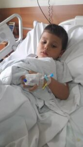 """Menino já teve pneumonia 15 vezes aos 6 anos: """"tem hora que ele fala: Mamãe, eu não aguento mais!"""""""