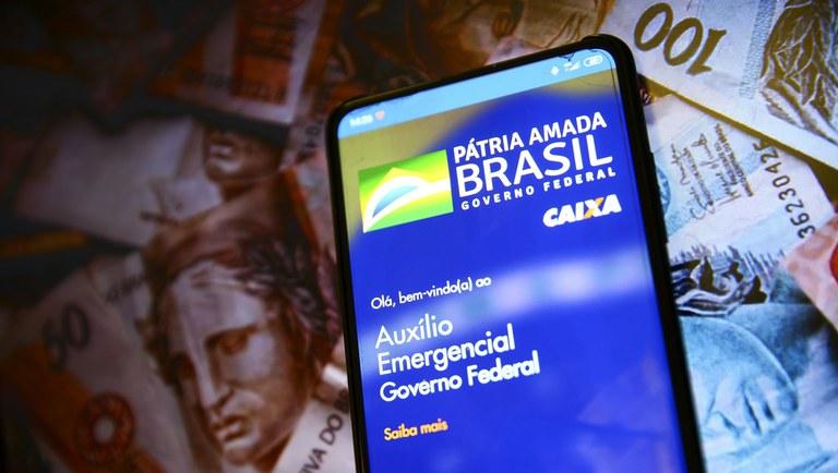 Auxílio emergencial rebatizado, com 3 parcelas de R$ 200 aos brasileiros