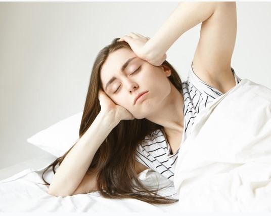 Você tem acordado com frequência na madrugada? Cuidado!