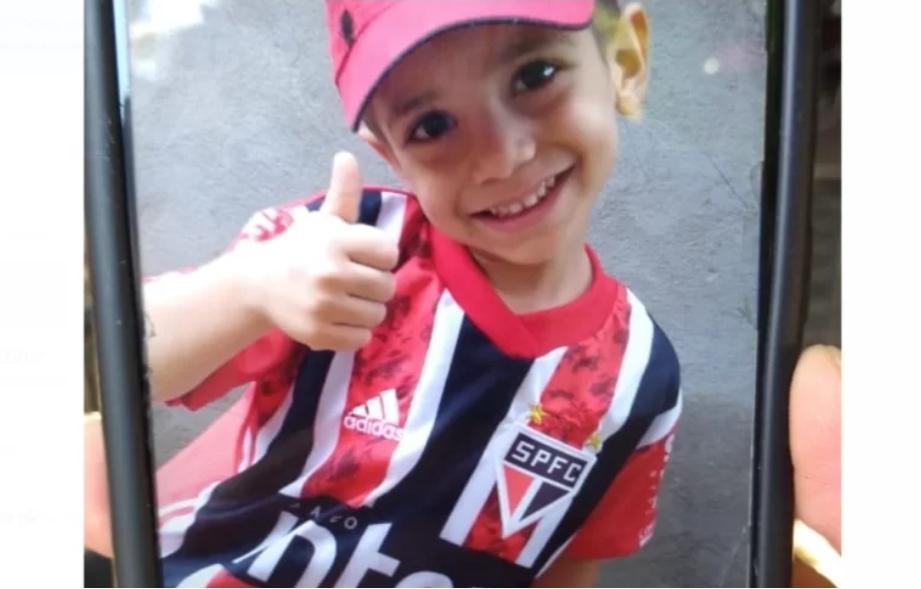 """""""Minha vida acabou"""", diz mãe de menino de 3 anos morto após abus0s; Padrasto está preso"""