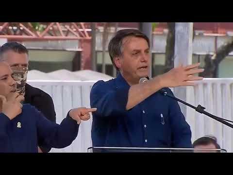 """Mulher grita """"Fora Bolsonaro"""" e Bolsonaro responde: """"Vamos fazer silêncio para ela falar sozinha""""; Assista"""