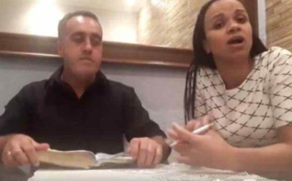 """VÍDEO: Pastor agride a mulher durante live, sem saber que já estava ao vivo: """"foi Deus que mandou"""""""