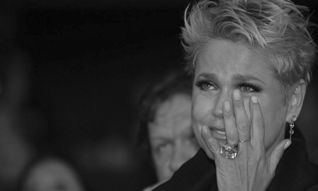 """Urgente!! Xuxa TEM PERDA IRREPARÁVEL e fãs entram em oração """"Não acredito"""""""