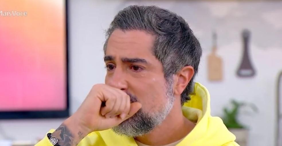 """Marcos Mion vê câncer ser exposto na TV e vai às lágrimas na Globo ao falar de doença: """"Difícil"""""""